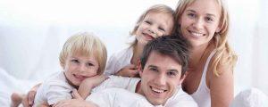 famiglia-sorridente-agenzia-immobiliare-2-copia
